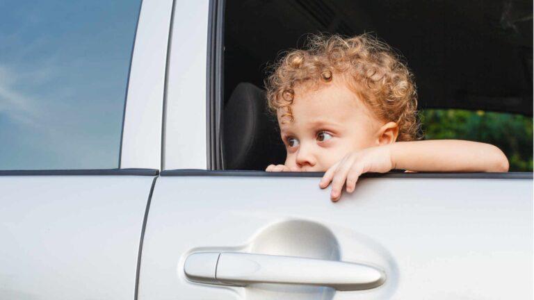 Kind im Auto