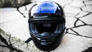 nach Sturz Beschädigungen am Helm