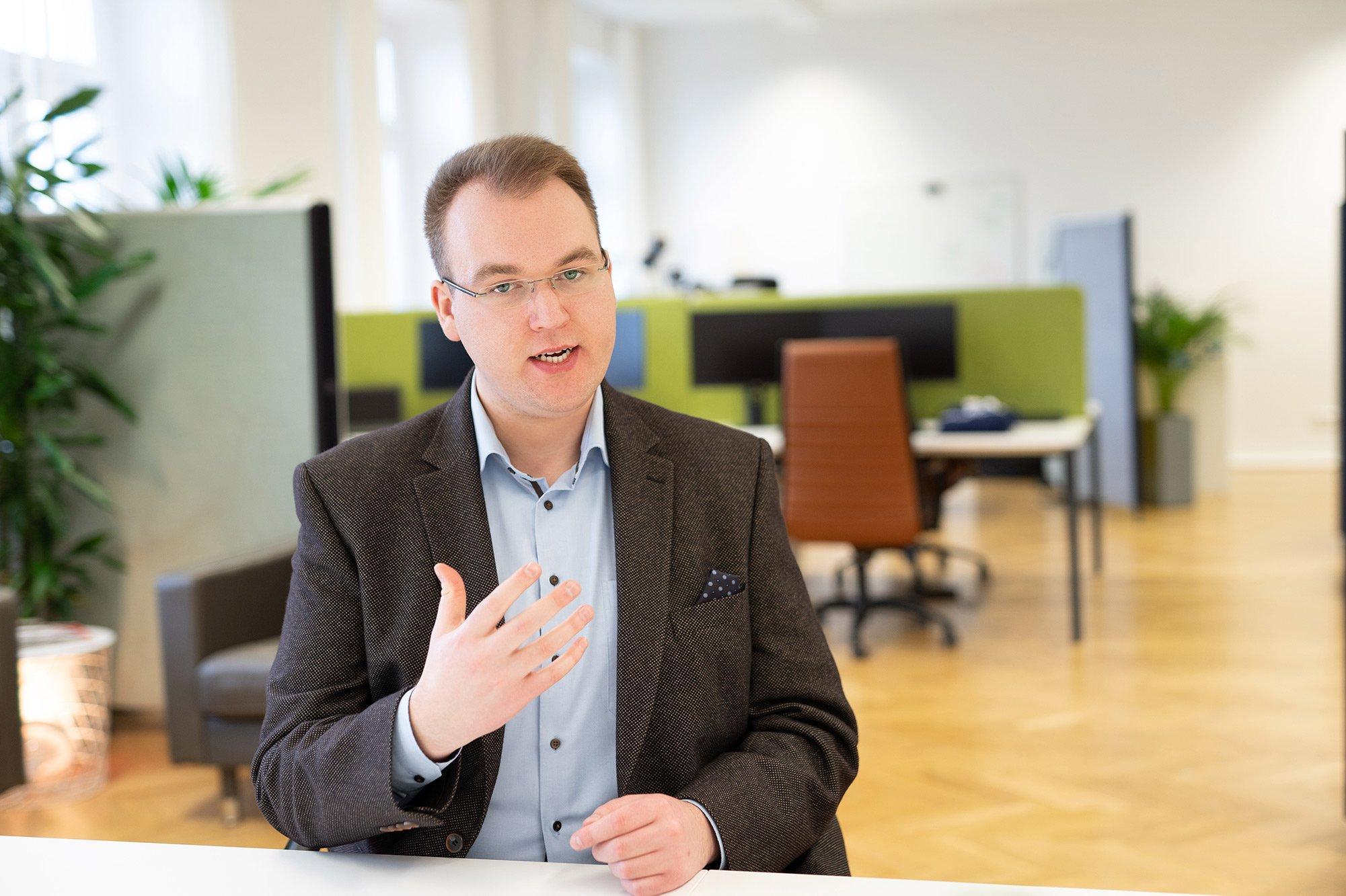 Tim Platner, Geschäftsführer von VINQO im Gespräch